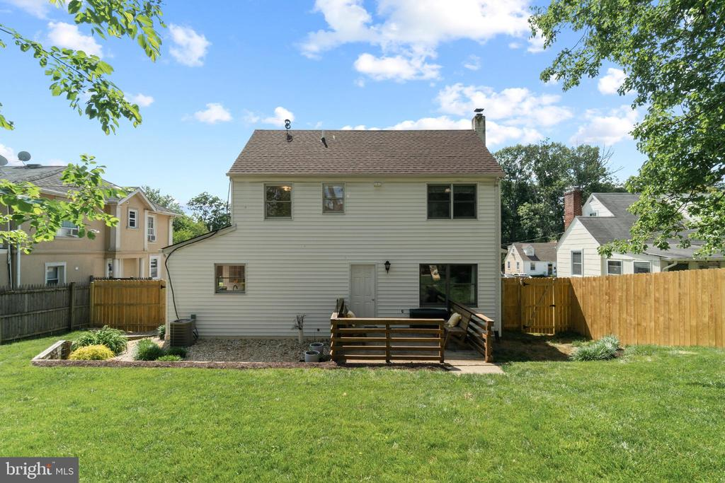 space for gardening or playing and 2 storage sheds - 2915 MONROE PL, FALLS CHURCH
