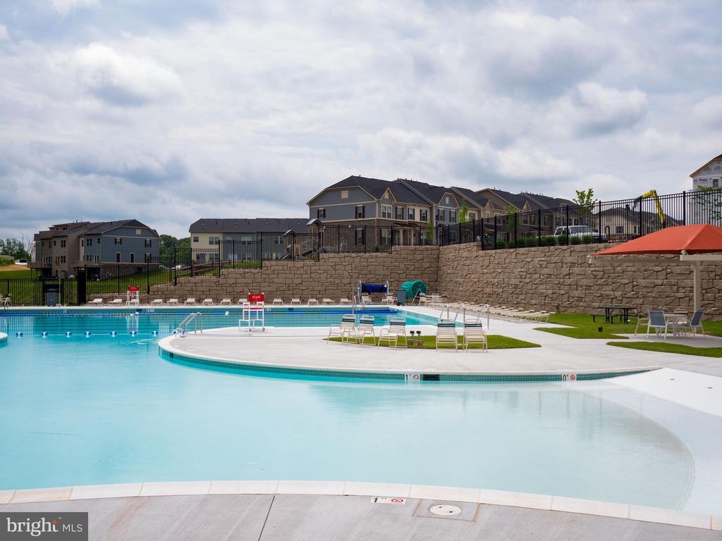 Community Pool - 6877 WOODRIDGE RD, NEW MARKET