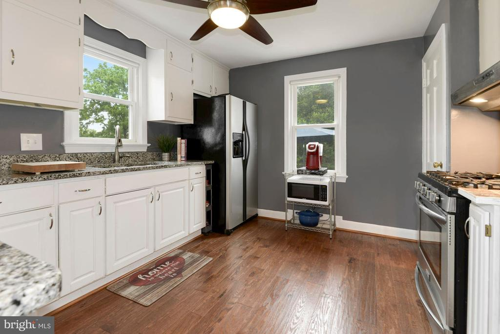 Kitchen with Granite Counters & SS Appliances - 17516 HARMONY CHURCH RD, HAMILTON