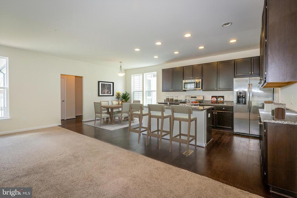 Virtually staged kitchen and breakfast room - 502 APRICOT ST, STAFFORD