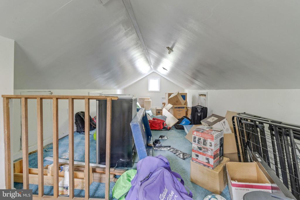 Finished attic space - 1701 N RANDOLPH ST, ARLINGTON