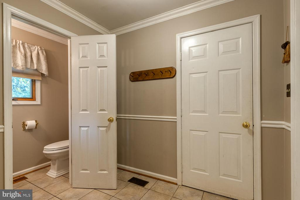 Mud room from garage - 710 WIDEWATER RD, STAFFORD