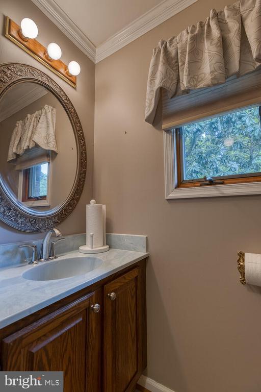 Half bath off mud room - 710 WIDEWATER RD, STAFFORD
