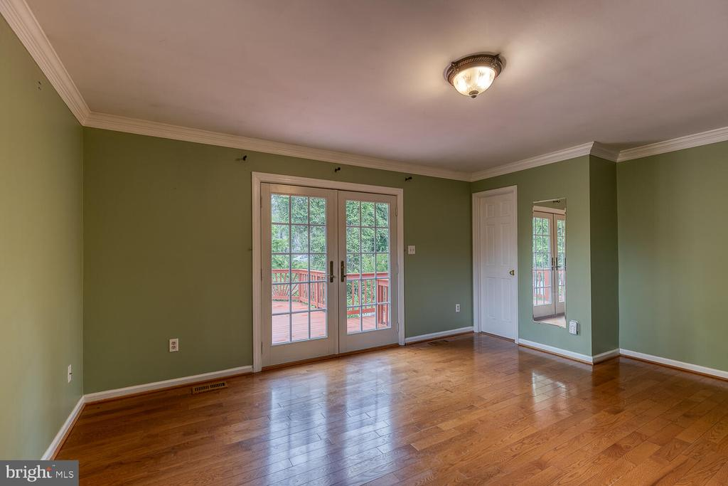 Primary bedroom with walkout to back deck - 710 WIDEWATER RD, STAFFORD