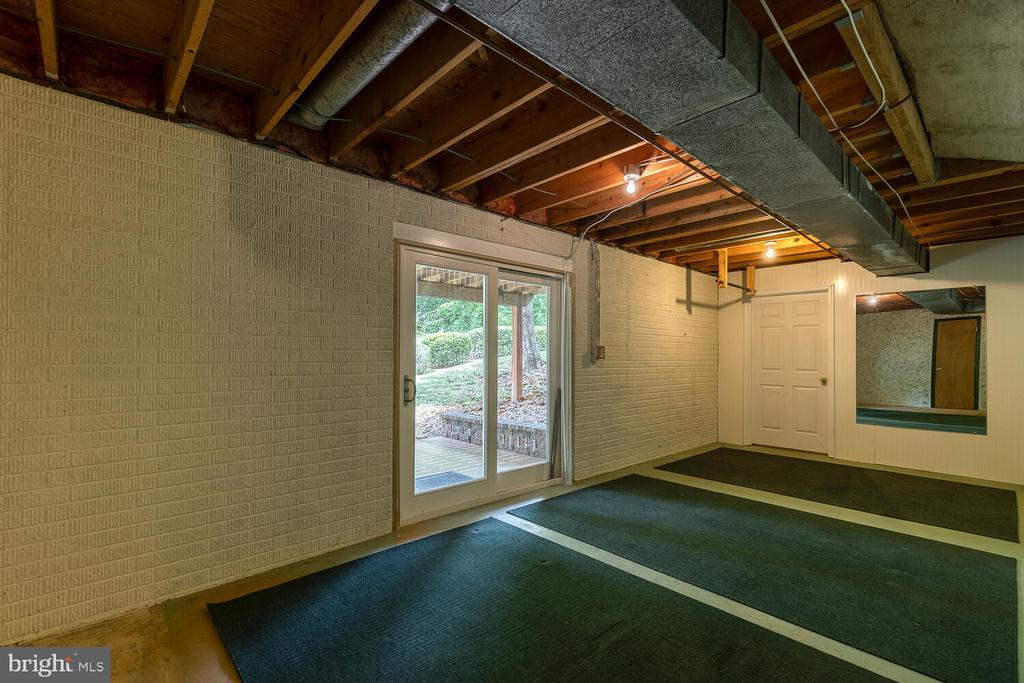 Walk out basement - New sliding glass door! - 710 WIDEWATER RD, STAFFORD