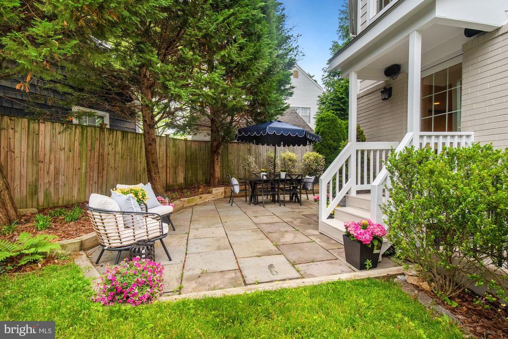 Slate patio with fully fenced yard - 7907 GLENBROOK RD, BETHESDA