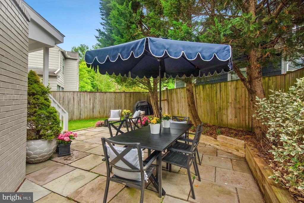 Dining space for summer entertaining - 7907 GLENBROOK RD, BETHESDA