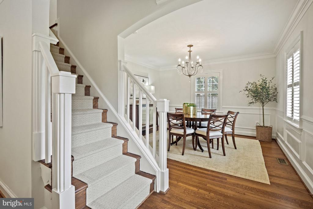Welcoming foyer, arched entryway, glossy trim - 7907 GLENBROOK RD, BETHESDA