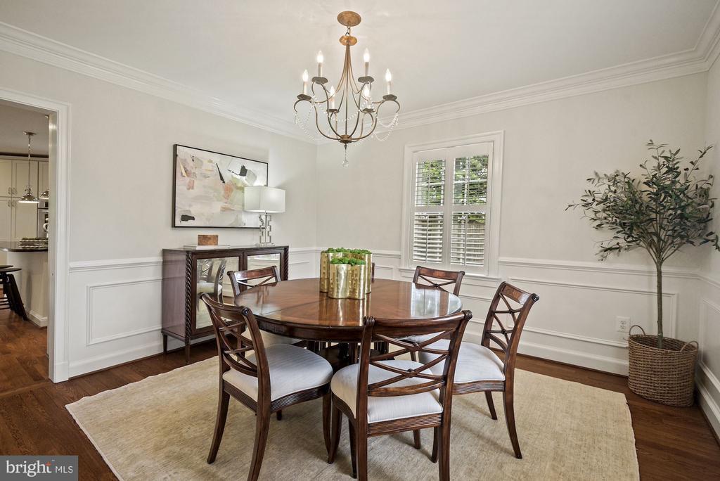 Wood trim, chair rail & light filled dining room - 7907 GLENBROOK RD, BETHESDA