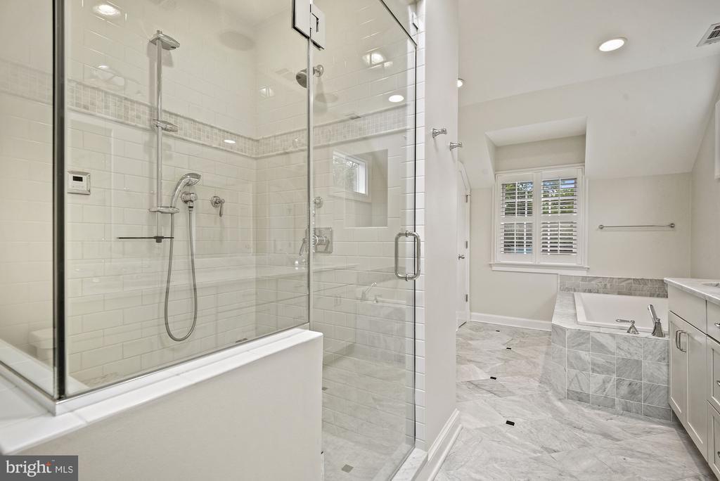 Steam shower, frameless glass shower door - 7907 GLENBROOK RD, BETHESDA