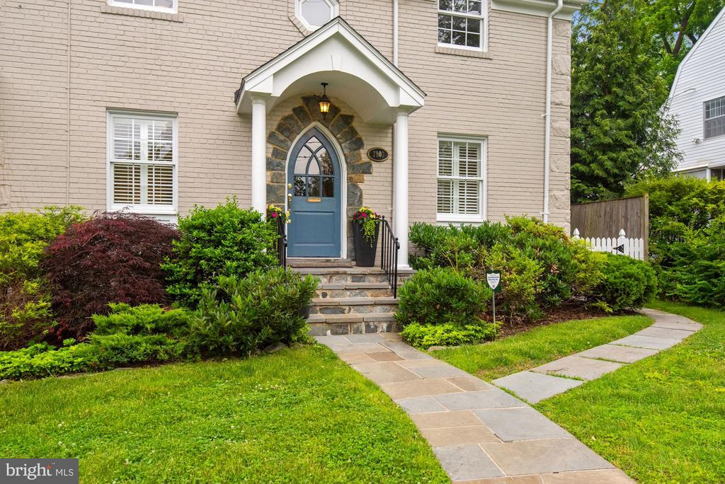 Covered porch with stone surround detail - 7907 GLENBROOK RD, BETHESDA