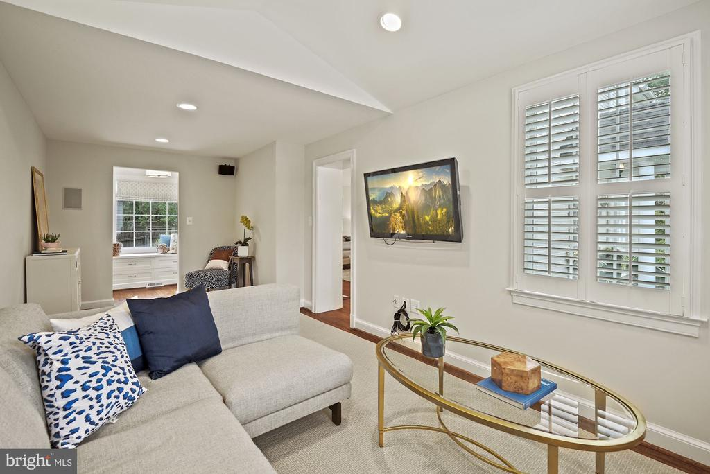 Spacious great  room/family room - 7907 GLENBROOK RD, BETHESDA