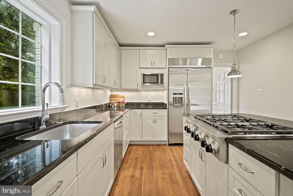 Chef's kitchen with island seating - 7907 GLENBROOK RD, BETHESDA