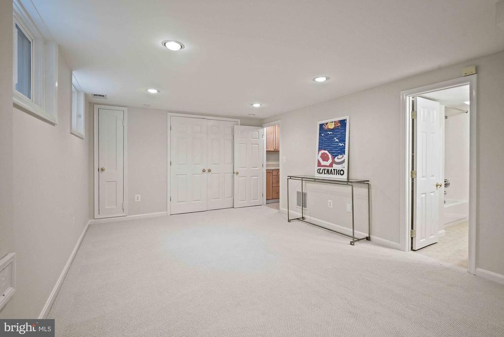 Lower level home office/workout/playroom - 7907 GLENBROOK RD, BETHESDA