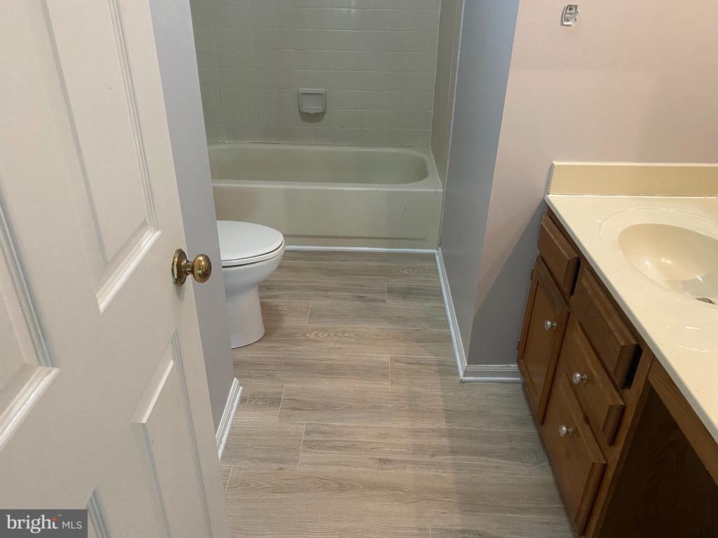 Upstairs Bathroom - 53 EUSTACE RD, STAFFORD