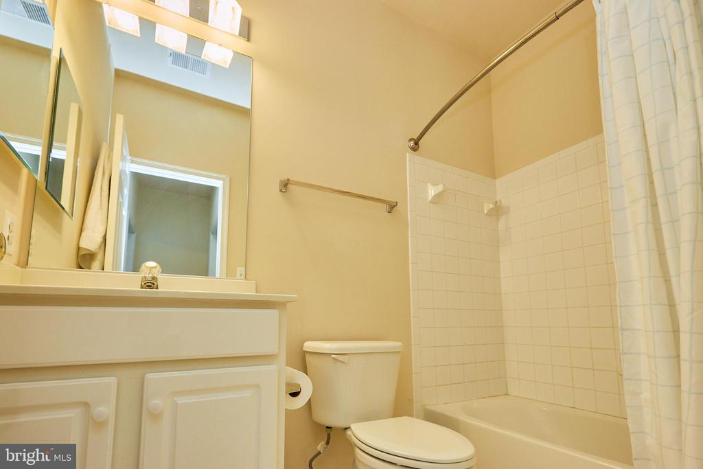 Bath in Au-pair/In-Law Suite - 504 PAGE ST, BERRYVILLE