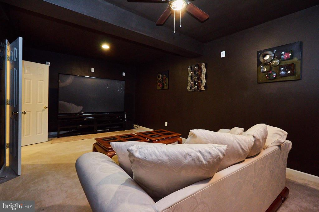 Theater Room to Watch Movies/Games - 504 PAGE ST, BERRYVILLE