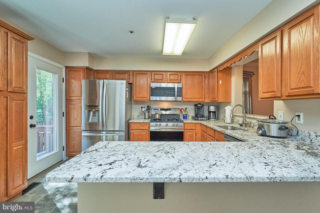 Upgraded kitchen - 7937 BLUE GRAY CIR, MANASSAS