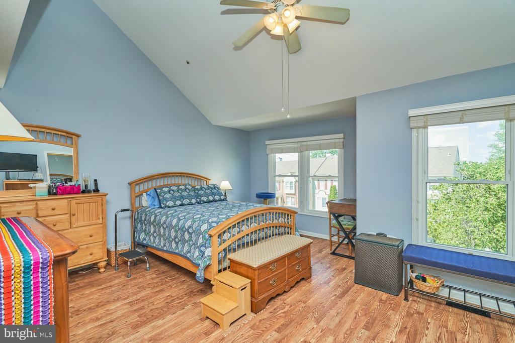 Lighted ceiling fan in upper level bedroom - 7937 BLUE GRAY CIR, MANASSAS