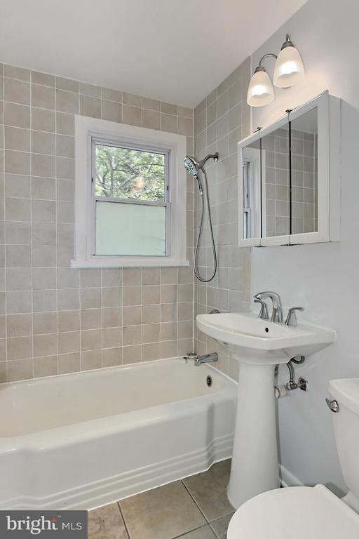 Renovated Upstairs Bathroom - 2029 S OAKLAND ST, ARLINGTON