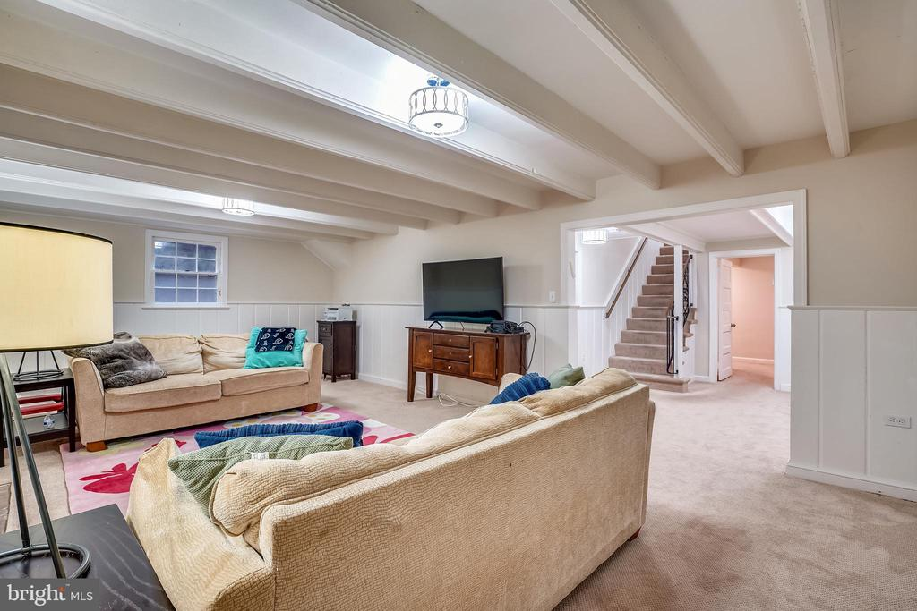 Beamed ceilings - 900 MCCENEY AVE, SILVER SPRING