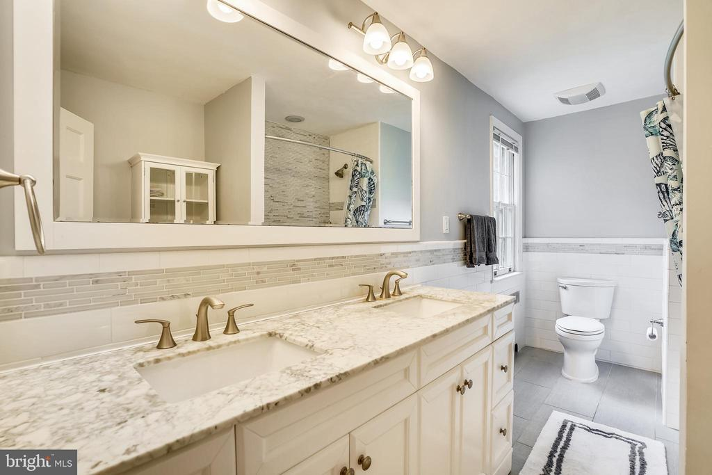 Upper level hall bath with 2 vanities, shower/tub - 900 MCCENEY AVE, SILVER SPRING