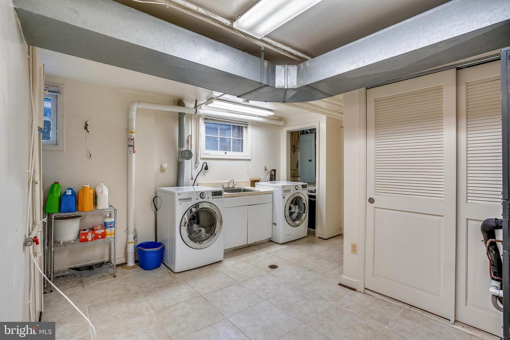 Laundry area - 900 MCCENEY AVE, SILVER SPRING