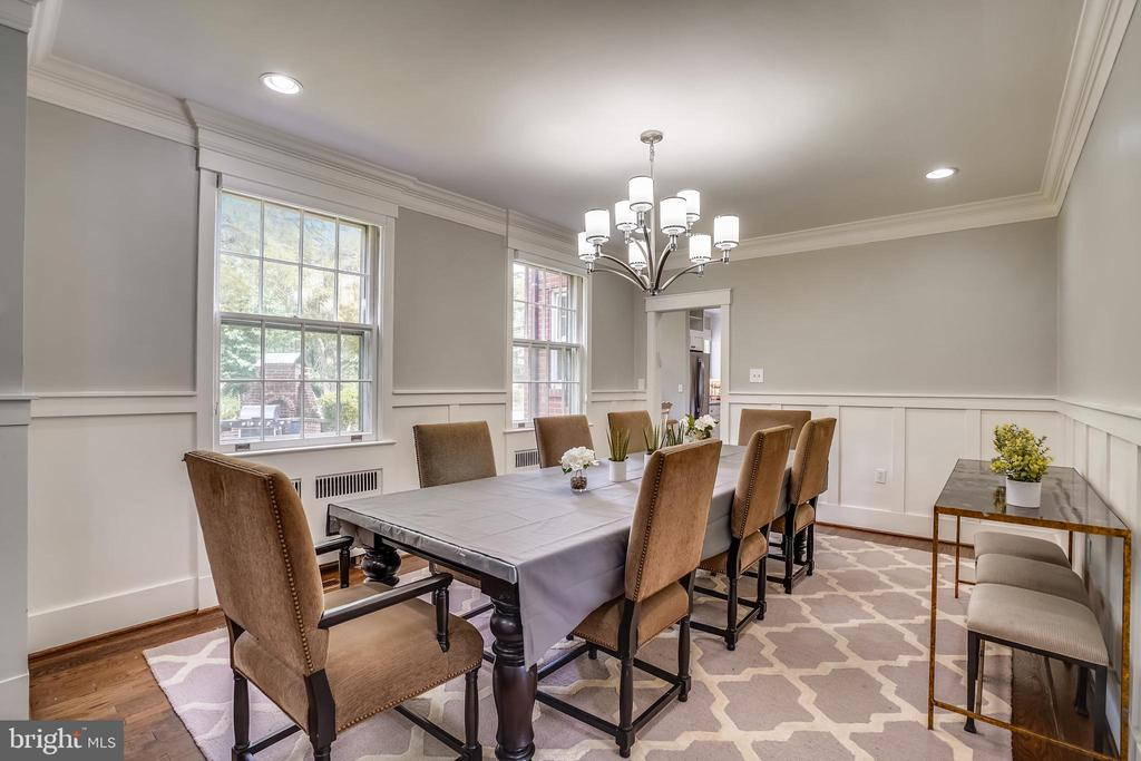 Beautiful moldings and recessed lighting - 900 MCCENEY AVE, SILVER SPRING
