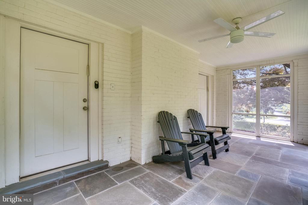 Tranquil with beautiful views - 900 MCCENEY AVE, SILVER SPRING