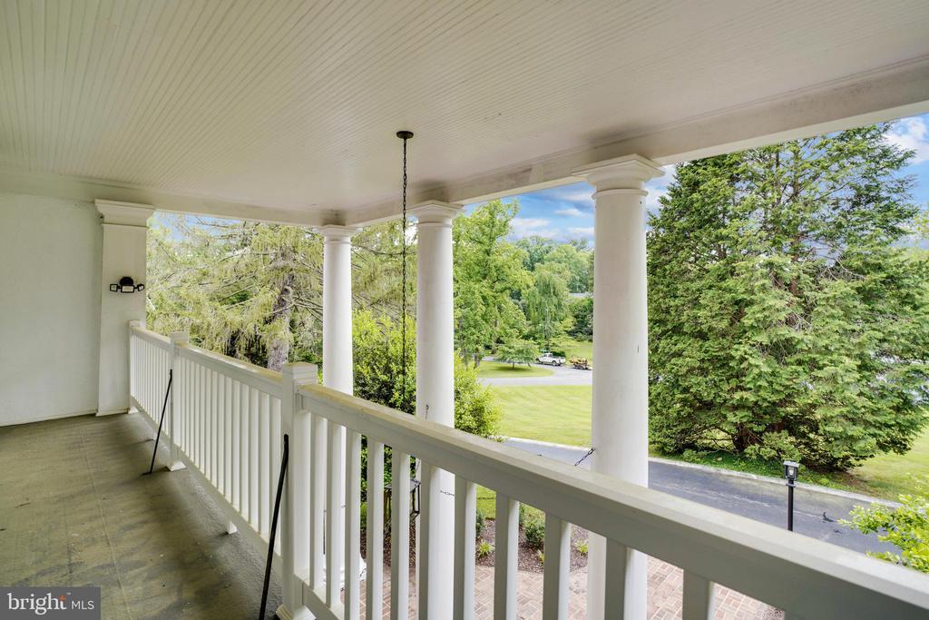 Upper level veranda - 900 MCCENEY AVE, SILVER SPRING