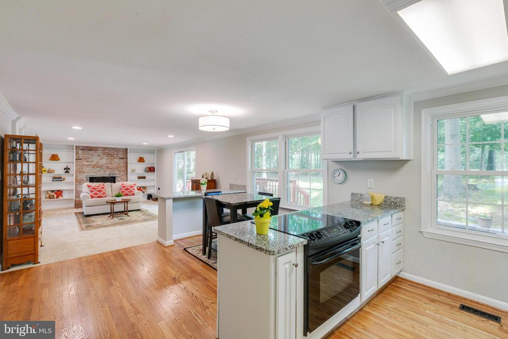 Kitchen into Family Room - 4290 CANDLESTICK CT, DUMFRIES