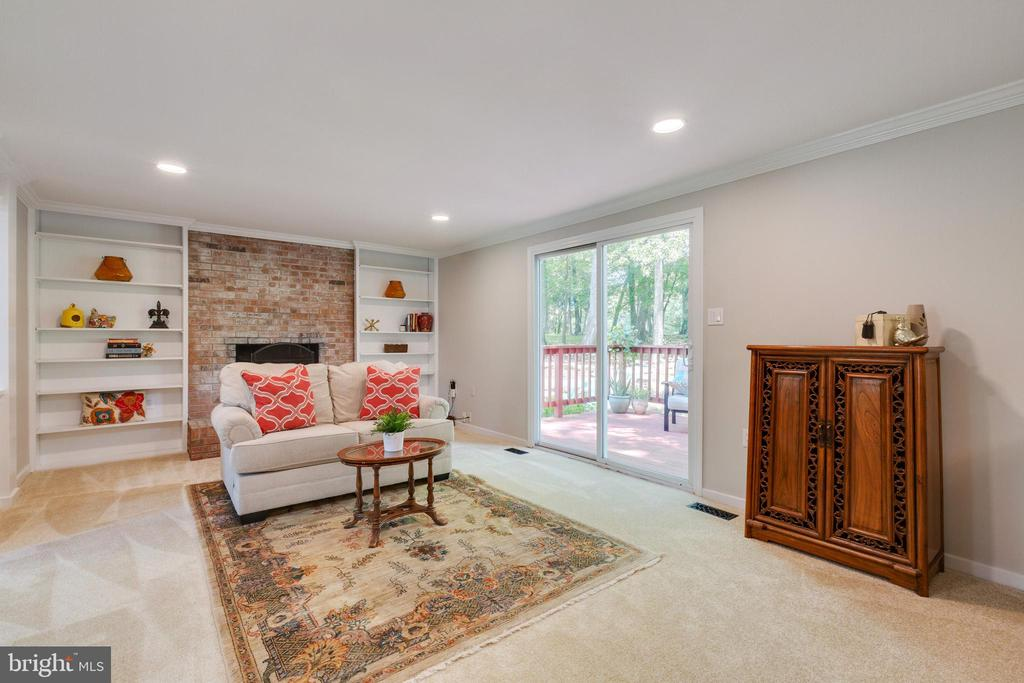 Family room with wood burning fire place - 4290 CANDLESTICK CT, DUMFRIES
