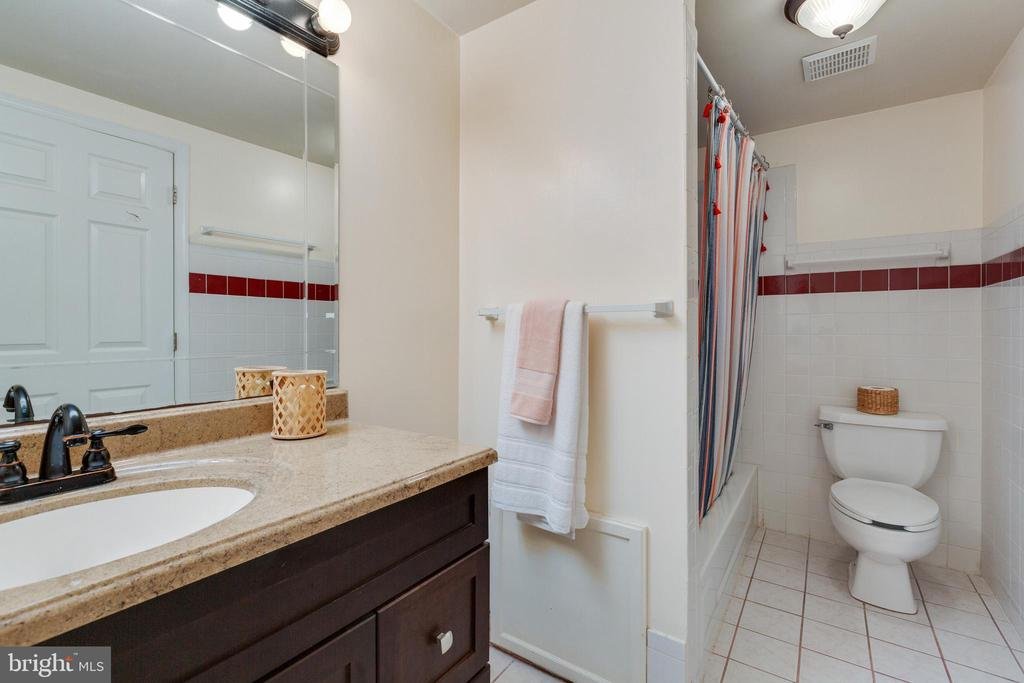 3rd Full Bathroom in Basement - 4290 CANDLESTICK CT, DUMFRIES