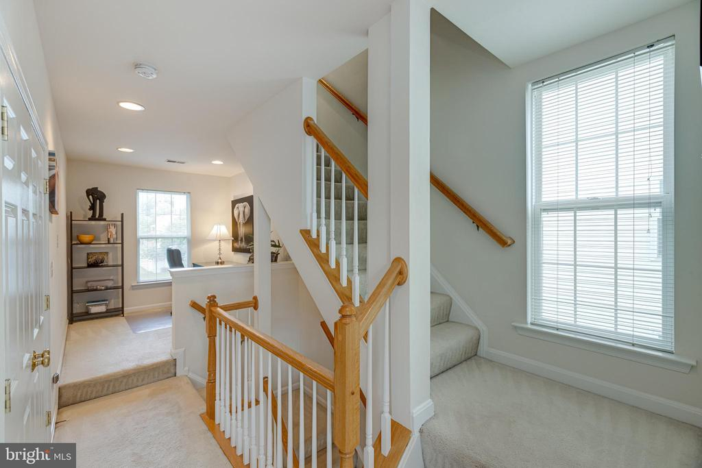 - 25550 DONEGAL DR, CHANTILLY