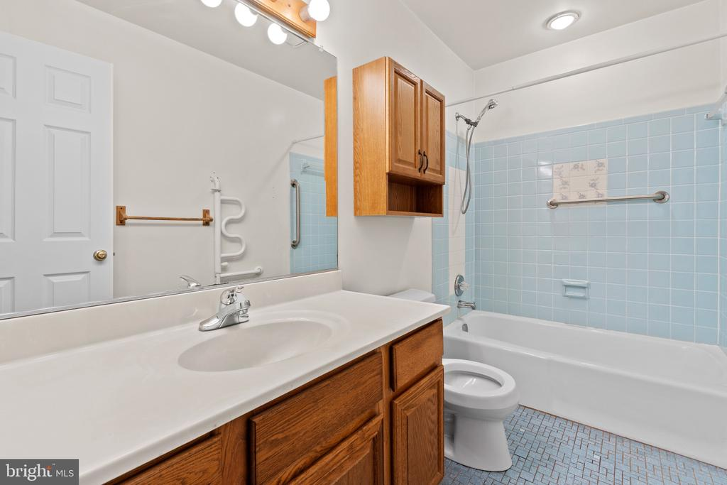 Primary Suite Bathroom - 11300 LINKS CT, RESTON
