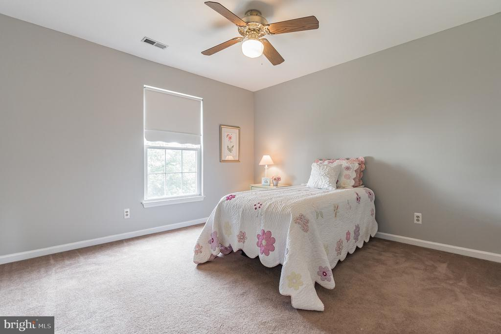 Upper level bedroom 2 - 133 NORTHAMPTON BLVD, STAFFORD