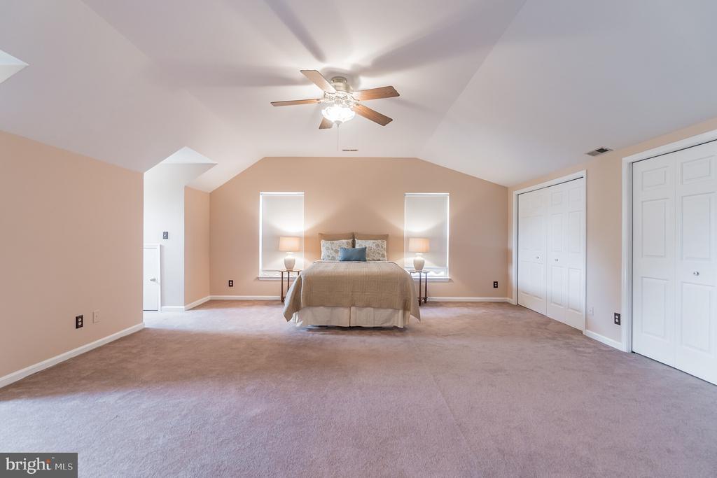 Huge owner's bedroom - 133 NORTHAMPTON BLVD, STAFFORD