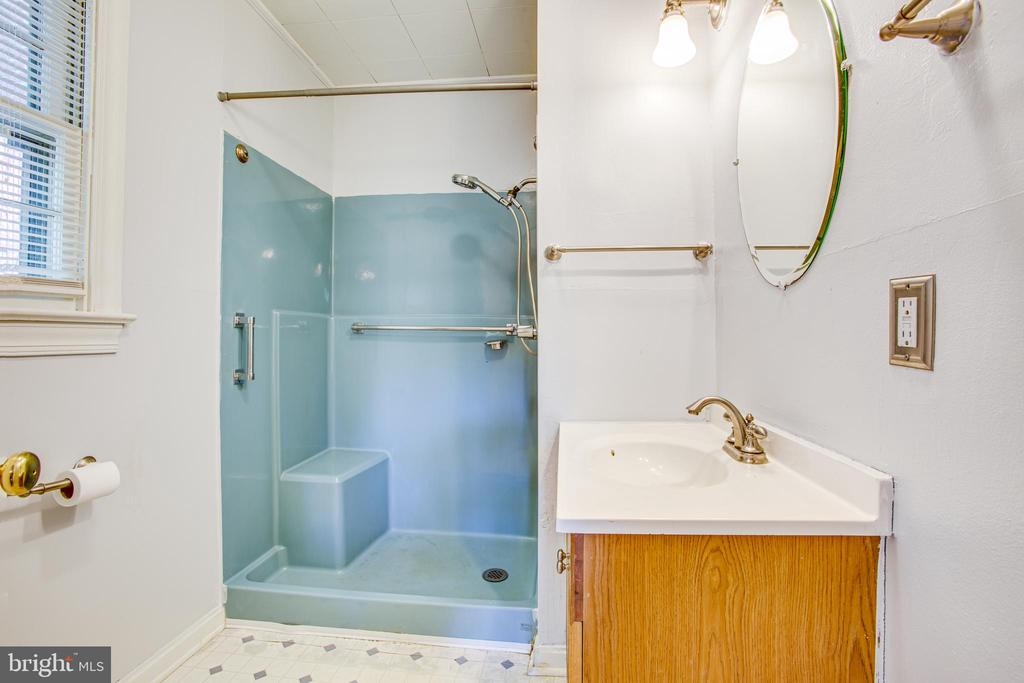 Main Floor Bathroom - 21358 JEFFERSON DAVIS HWY, RUTHER GLEN