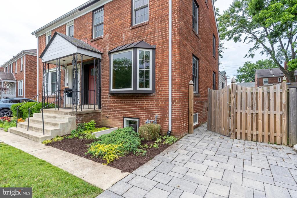 Duplex in move in ready condition! - 2740 S TROY ST, ARLINGTON