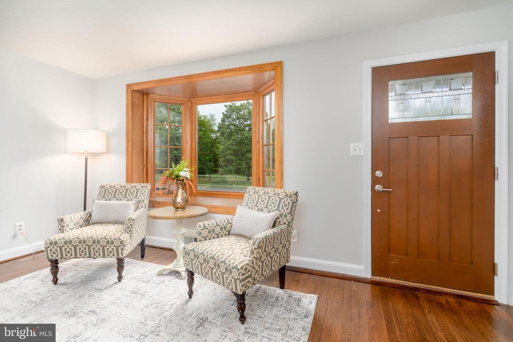 Living room with bay window - 2740 S TROY ST, ARLINGTON