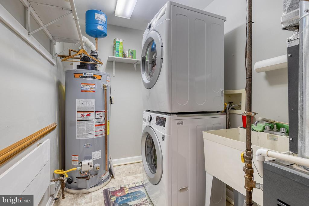 Laundry. Washer and dryer convey. - 7420 LAURA LN, FREDERICKSBURG