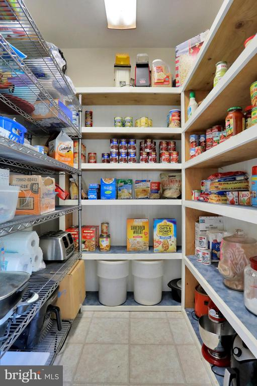 Pantry - 11302 GAMBRILL PARK RD, FREDERICK