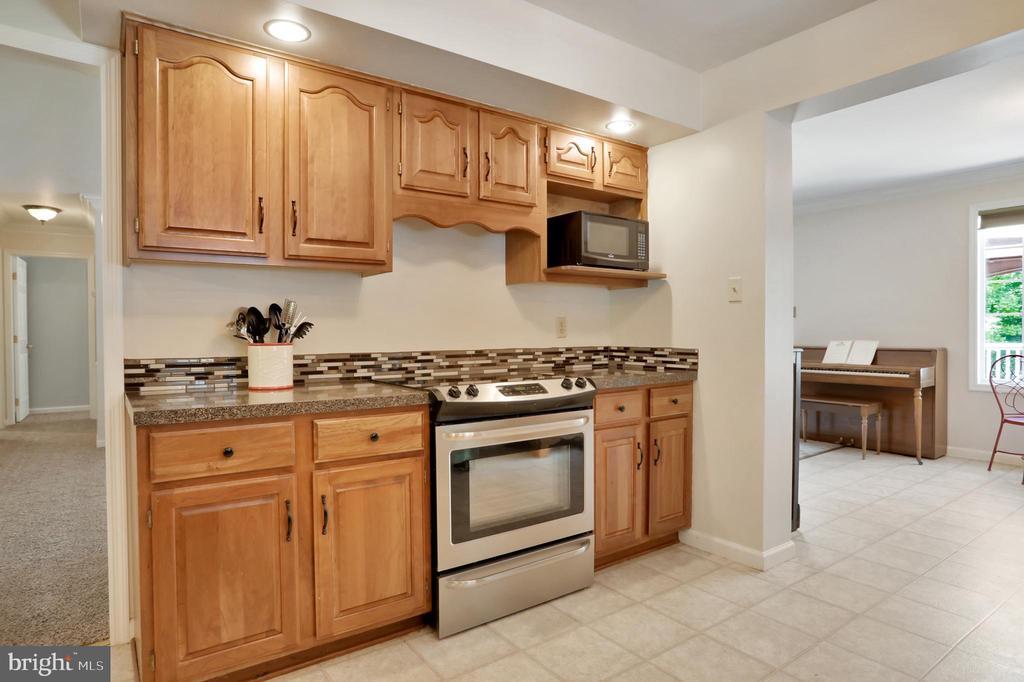Kitchen - 11302 GAMBRILL PARK RD, FREDERICK