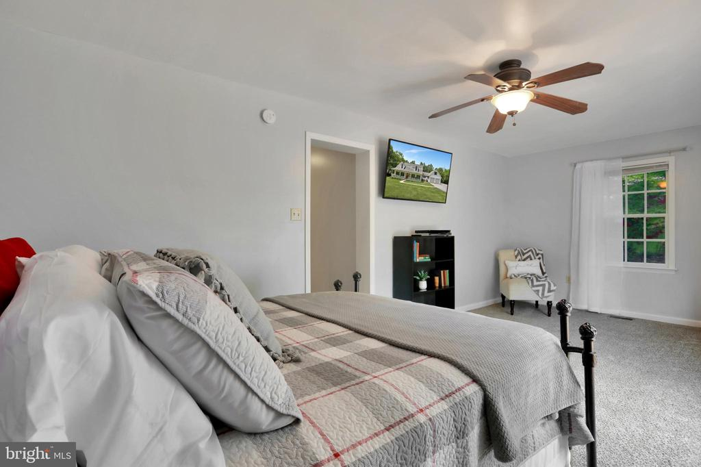 Main Level Master - 11302 GAMBRILL PARK RD, FREDERICK