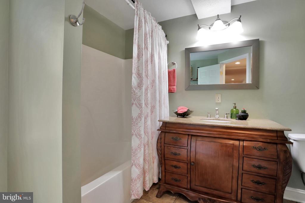 Full Bathroom - 11302 GAMBRILL PARK RD, FREDERICK