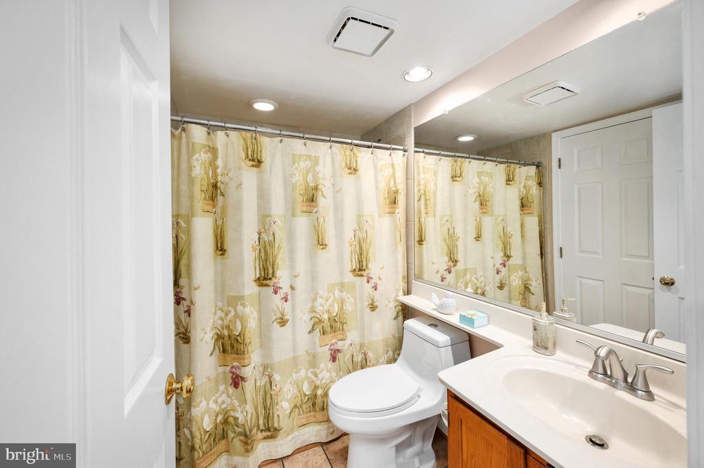 First Floor Full Bath - 9 OAKBROOK CT, STAFFORD