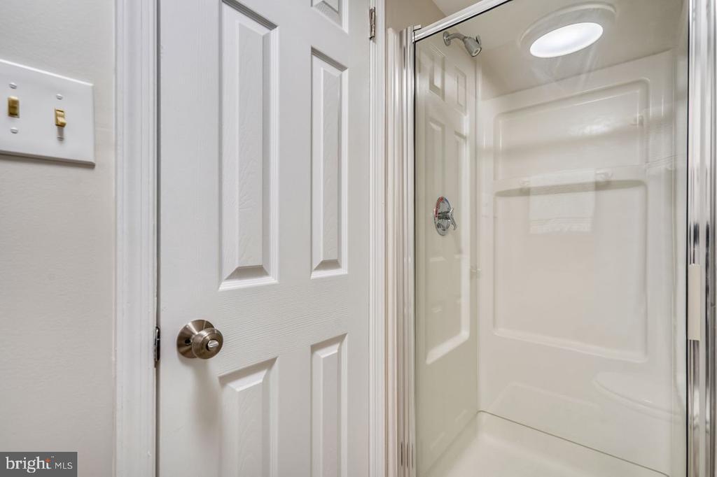 Lower level shower - 2564-A S ARLINGTON MILL DR S #5, ARLINGTON