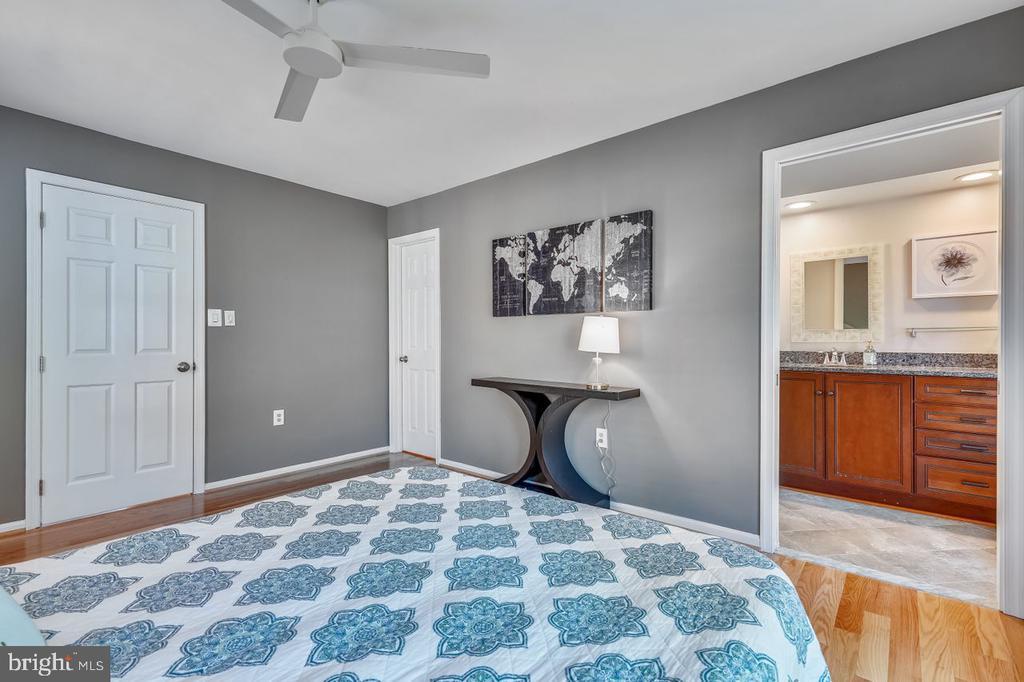 Master suite with pocket door to bath - 2564-A S ARLINGTON MILL DR S #5, ARLINGTON