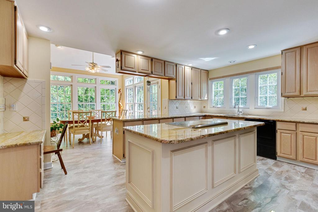 Kitchen into Breakfast Room - 4346 MULCASTER TER, DUMFRIES