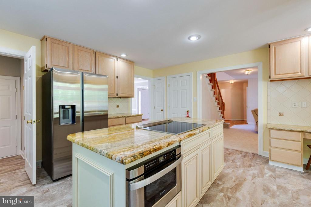 Spacious Kitchen with Center Island - 4346 MULCASTER TER, DUMFRIES